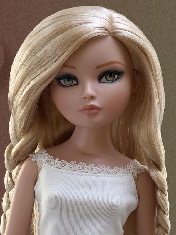 2011 - Essential Ellowyne Four Blonde 351_2_10