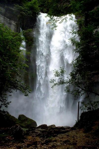 Une cascade, le bruit de l\'eau, nos sens en eveille Cirque11