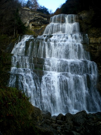 Une cascade, le bruit de l\'eau, nos sens en eveille Imgp2610