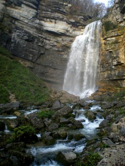 Une cascade, le bruit de l\'eau, nos sens en eveille Imgp2611