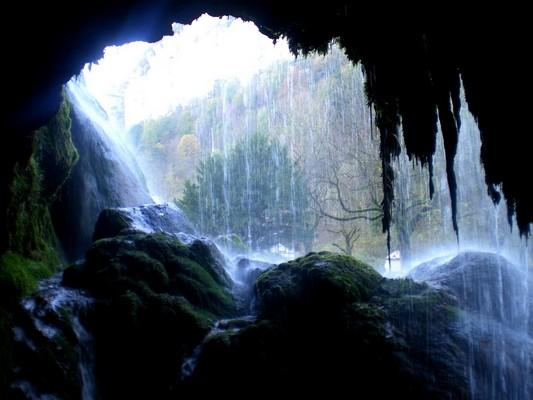 Une cascade, le bruit de l\'eau, nos sens en eveille Imgp2612