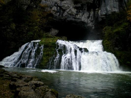 Une cascade, le bruit de l\'eau, nos sens en eveille Imgp2810