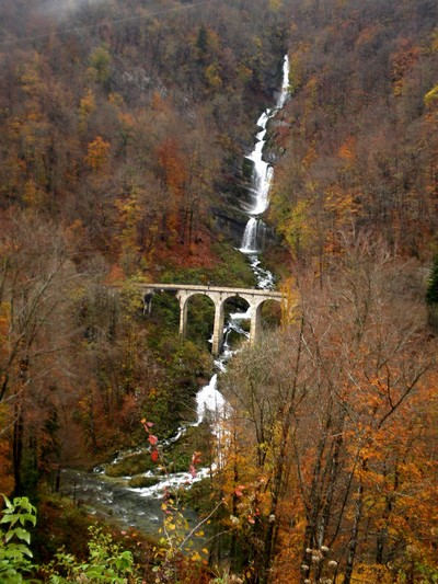 Une cascade, le bruit de l\'eau, nos sens en eveille Imgp2910