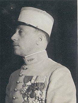 Le Commandant René-de-LABARRIERE (le 1er militaire Français au service de l'ONU tué en Palestine en 1948) Comman10