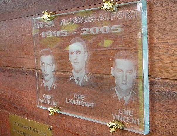 (N°14)GUYANE FRANCAISE - Plaque commémorant la tragédie du 21 février 1995 Guyane10