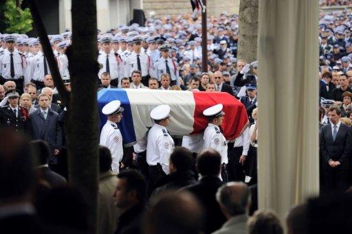 Un Policier National blessé et un Policier Féminin Municipal grièvement blessé(e) par balle à la tête et au Thorax en Région Parisienne jeudi matin 20 mai 2010,morte à l'hôpital. Photo_33