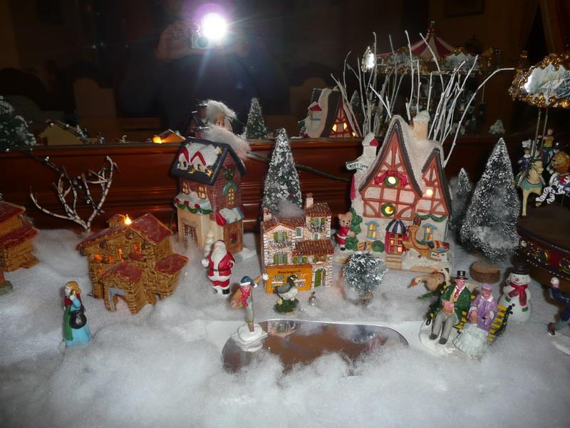 mon village de noel sur le buffet 2010_169
