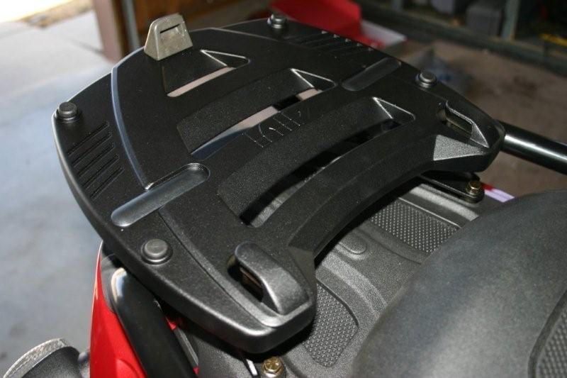 Platine et kit de fixation pour Top case MONOKEY sur le FUOCO Plateo10