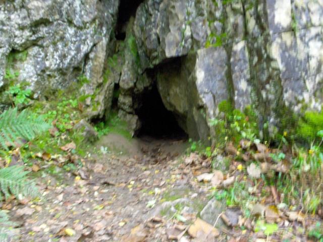 Ogof Hen Ffynnonau (Poachers Cave) Hpim1012