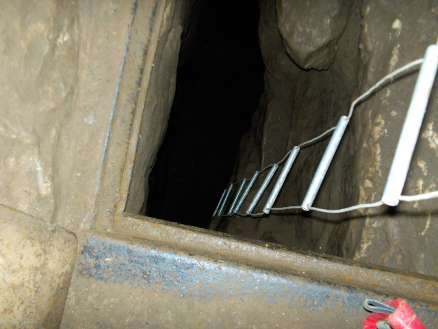 Ogof Hen Ffynnonau (Poachers Cave) Hpim1210