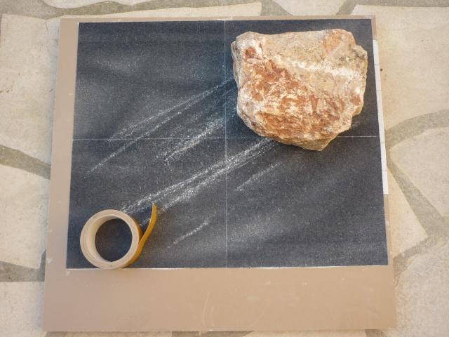 Finition de dressage d'une face de pierre Poncag10