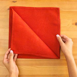 Gấp khăn ăn đẹp cho bàn tiệc Ss_10111
