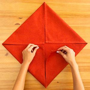 Gấp khăn ăn đẹp cho bàn tiệc Ss_10117