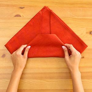 Gấp khăn ăn đẹp cho bàn tiệc Ss_10124