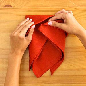 Gấp khăn ăn đẹp cho bàn tiệc Ss_10126