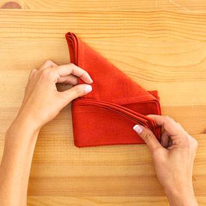 Gấp khăn ăn đẹp cho bàn tiệc Ss_10132