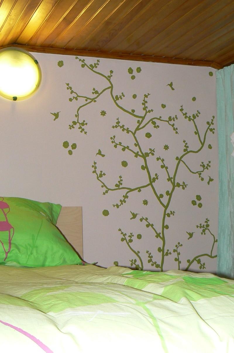 Une chambre mansardée comme un jardin (photo p.1 et 7) Mur_ar10