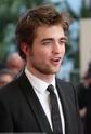 Rob monte les marches à Cannes 00210