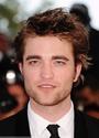 Rob monte les marches à Cannes 00410