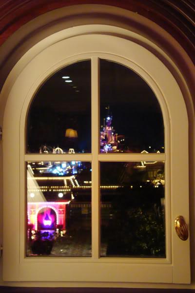 IL FOUNDER'S CLUB [Disneyland Hotel] Dsc04210