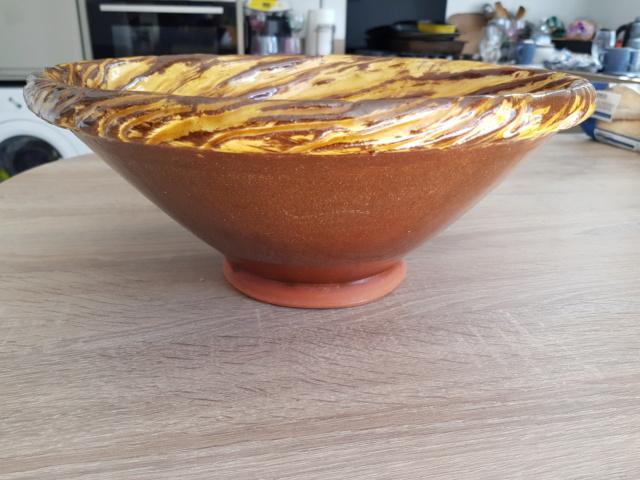 Heavy slipware swirl textured bowl, RC mark 20200714