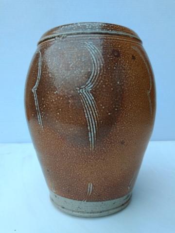 Salt glazed vase, combed decoration Img_2135