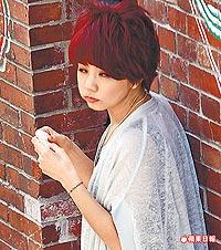 S.H.E shooting MV baru (我愛雨夜花 WoAiYuYeHua), lagu Hokkian pertama S.H.E Ella10