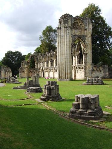 Ruines d'édifices religieux - Page 3 23656510