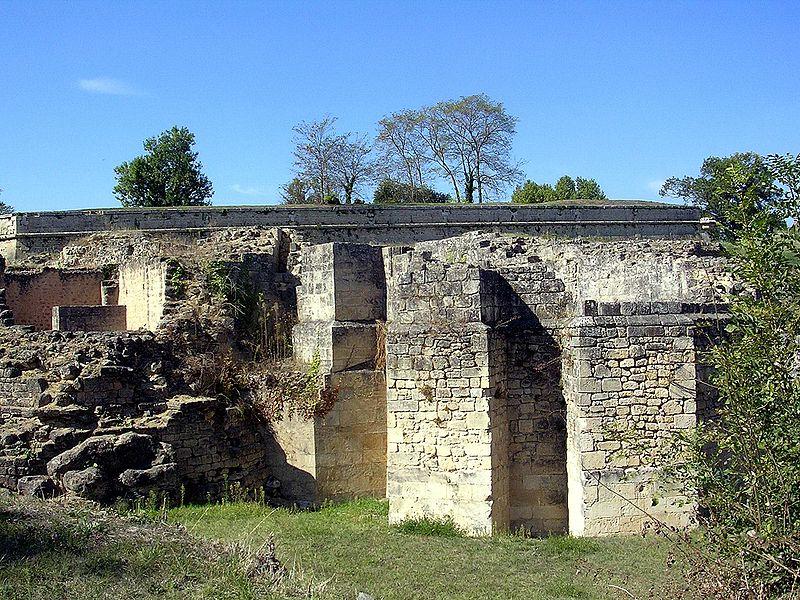 Ruines d'édifices religieux 800px-11