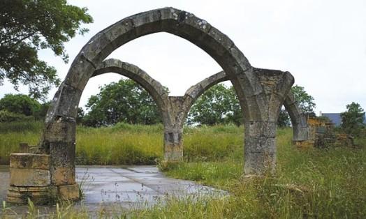 Ruines d'édifices religieux - Page 6 Ancien10
