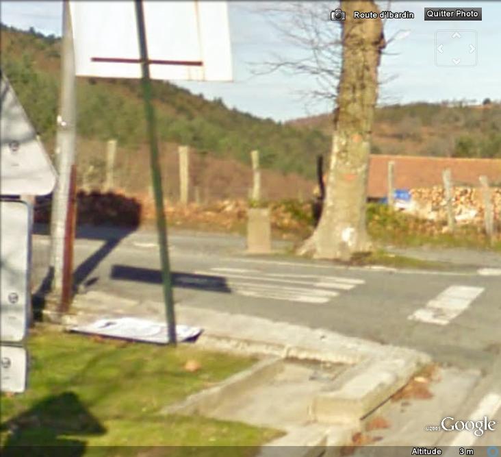 Quand Street View dépasse les bornes ... (frontières) Borne10