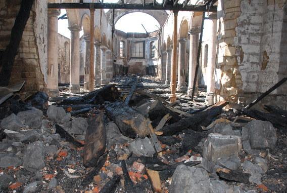 Ruines d'édifices religieux - Page 3 Colpae10