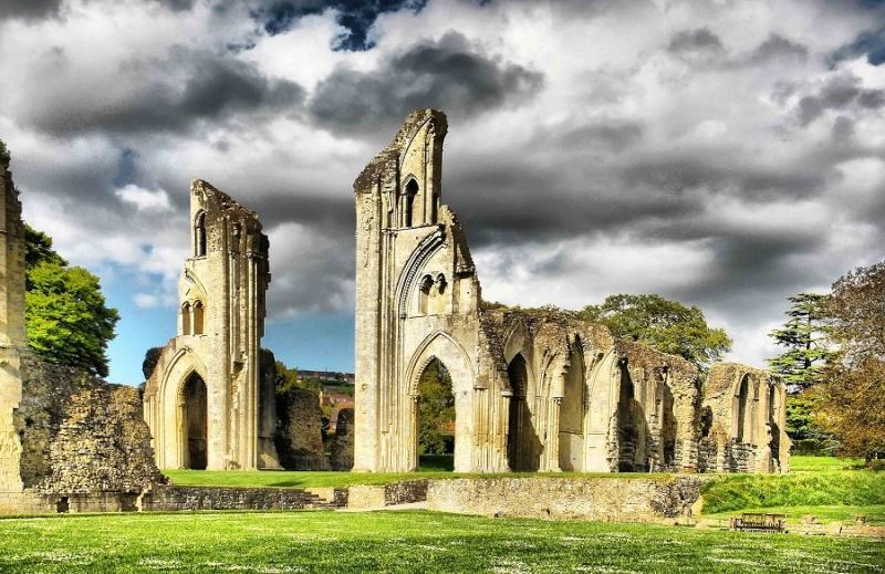 Ruines d'édifices religieux Glasto10