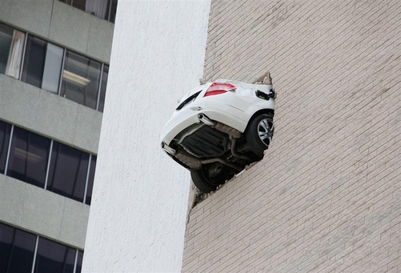 """ Allo , heu ... tu ne me croirais pas si je te disais où se trouve ta voiture ... "" Pb-10010"