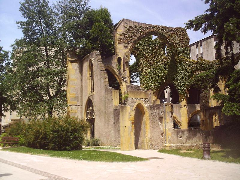 Ruines d'édifices religieux Saintl10