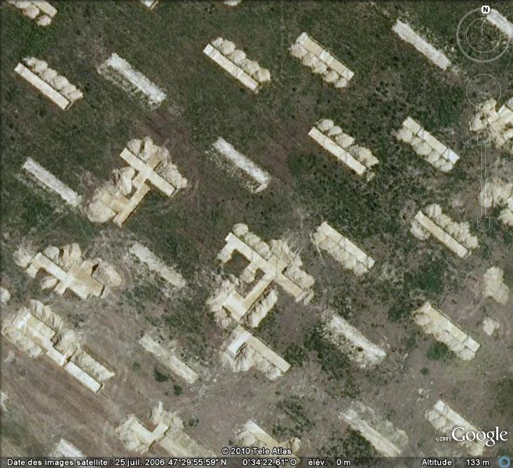Les sondages archéologiques vus avec Google Earth Trou_110