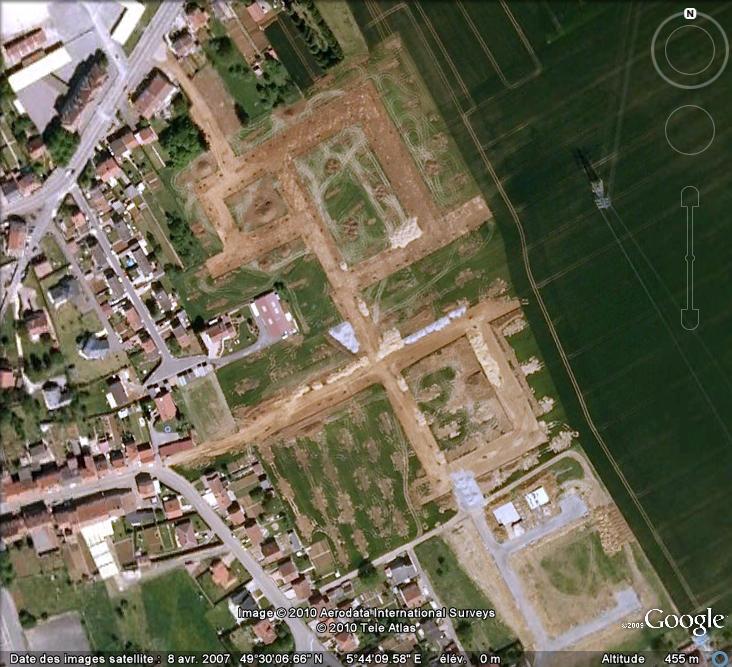 Les sondages archéologiques vus avec Google Earth Trou_111