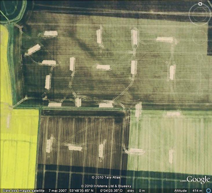 Les sondages archéologiques vus avec Google Earth Trou_210