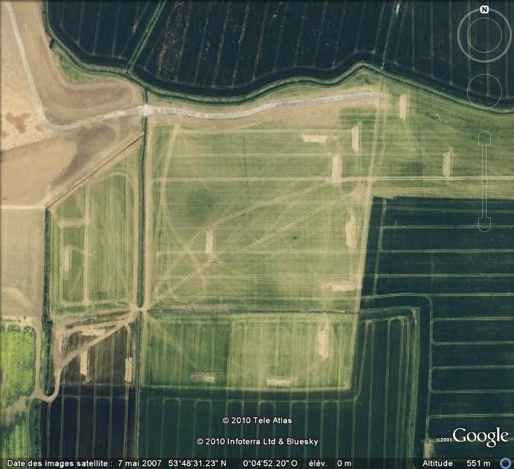 Les sondages archéologiques vus avec Google Earth Trou_211