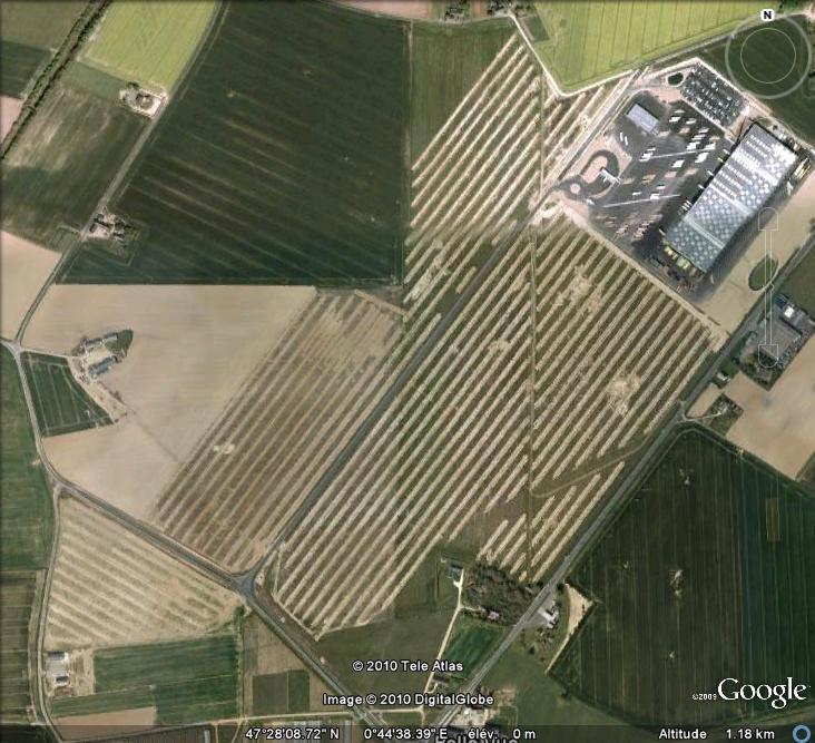 Les sondages archéologiques vus avec Google Earth Trou_910