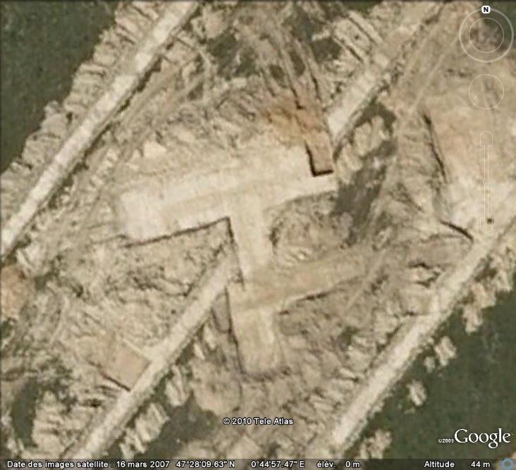 Les sondages archéologiques vus avec Google Earth Trou_911