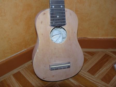 customisation d'un Ukulélé P1010411