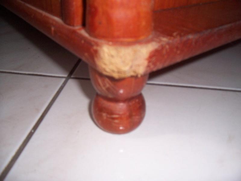 Comment retaper une étagère mangée en partie par un chien ? 000_0123