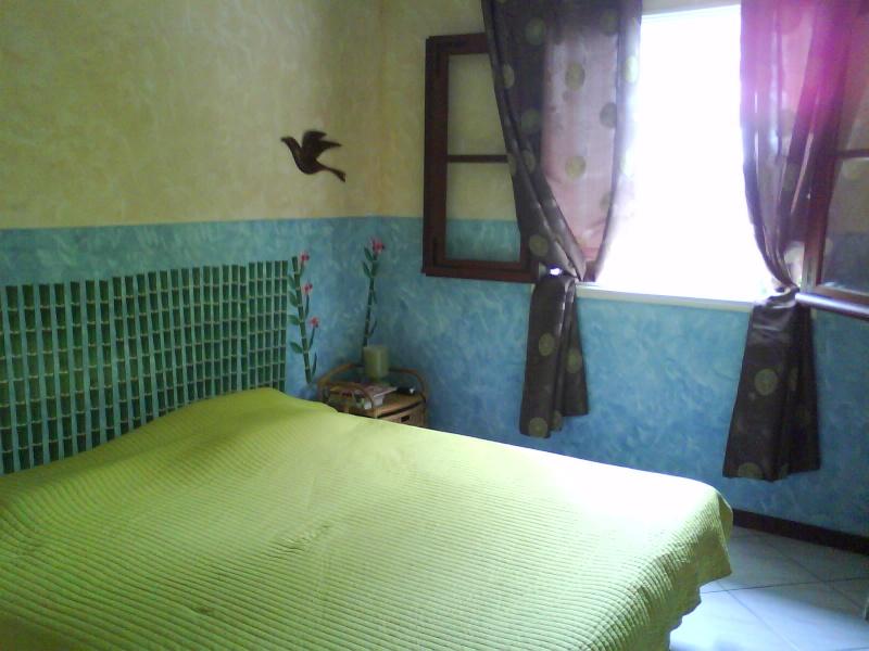 Chambre turquoise Melba : p11-12 photos décor soleil, mise e - Page 1