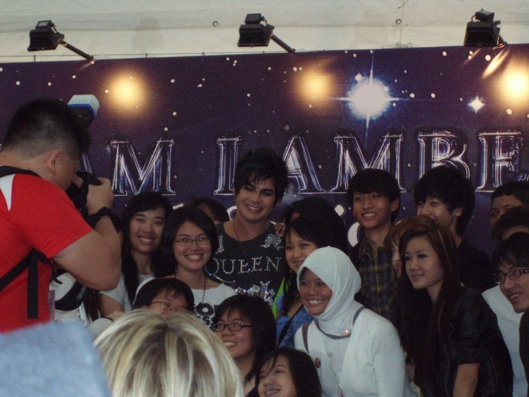 ST Life (15 Mar 2010): Fans Clamour for Lambert (+ more pics from that day) Autogr10