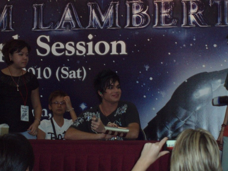 ST Life (15 Mar 2010): Fans Clamour for Lambert (+ more pics from that day) Autogr12