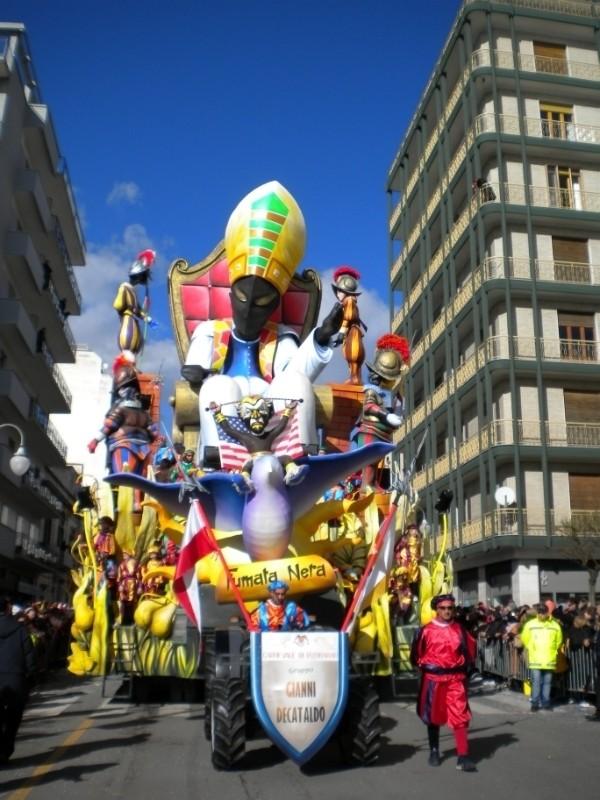 Carnevale di Putignano - Pagina 2 8310