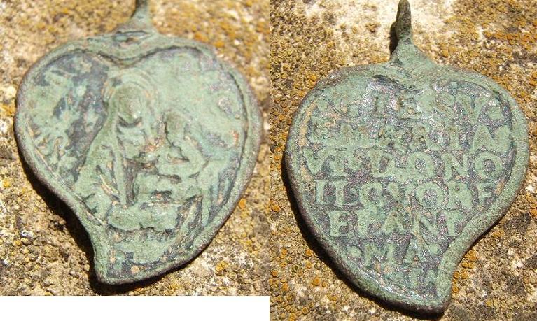 Jolie médaille ! Jésus et Marie. 2005_010