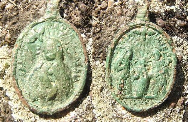Médaille Sainte-Famille - XVIIème/XVIIIème  Madail10