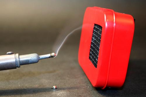 Clase práctica de soldadura de estaño, pasta para soldar o paste flux, trucos para fijar estaño en conectores Extrac11